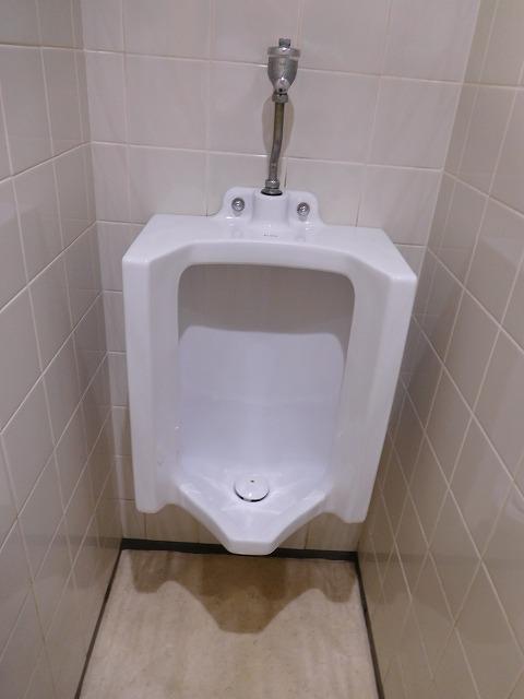 神田中央ビル男性用トイレ